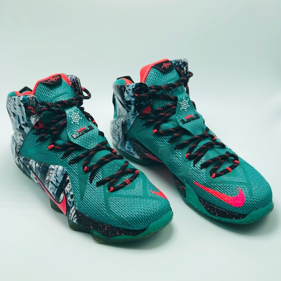 9af1d2a01bf9ee Nike Lebron 12 Akron Birch 2014 Christmas Edition.  M 5bf2099dc617778b9b1b65eb
